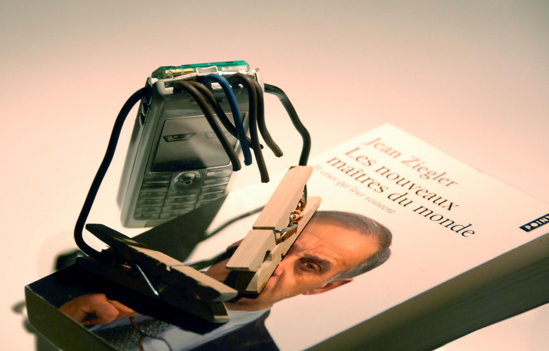 """Mobilou prie sur le livre """"Les nouveaux maître du monde"""""""