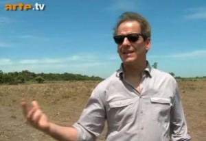 Olivier Combastet sur un terrain à cultiver