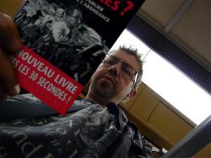 Paul lit bien trop de livres dans le métro