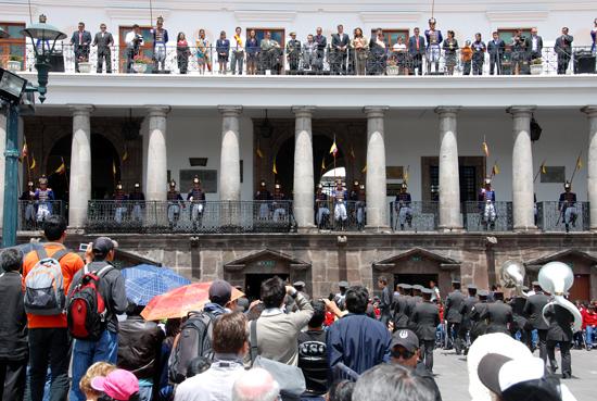 Le président de l'Equateur assiste au changement de la garde