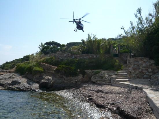 Un  hélicoptère pour arriver à sa villa