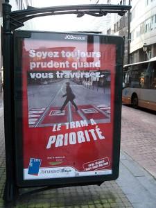 Le piéton contre le tram : un éternel combat