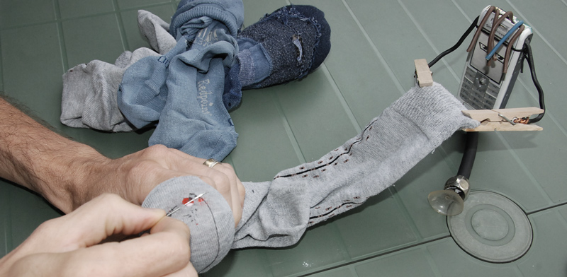 ExtraPaul racommode ses chaussettes